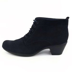 Clarks Navy Suede Lace Up Ankle Booties 9M